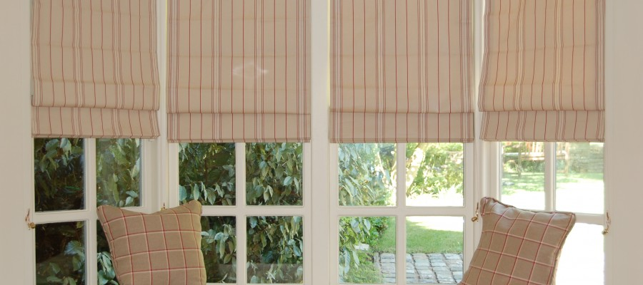 Blinds and window seat in family room with garden view